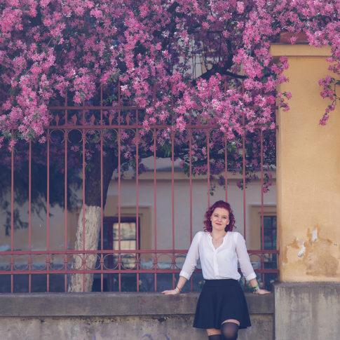 Sedinte foto pe aleea inflorita din Timisoara, Sedinte foto in Parc, Fotografie in parc, Fotografie de primavara, fotografie fashion, fotografie de portret Timisoara, fotografie colorata, fotografie pentru domnisoare