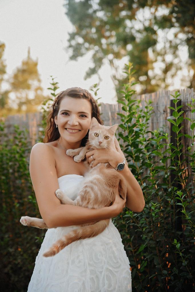 Mascota nuntii, Mireasa cu o pisica scumpa