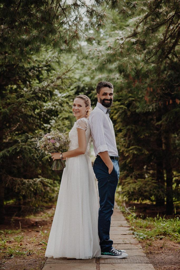 tineri casatoriti, nunta in padure