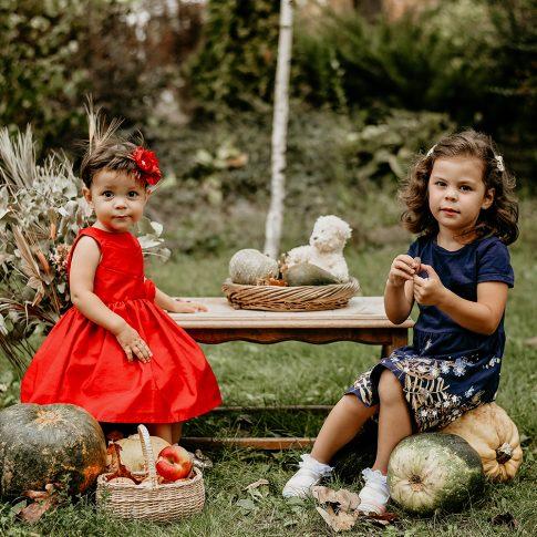 Sedinta foto pentru copii de Toamnă, Sedinta foto de familie, in parc cu decor de dovlecei, A venit, a venit toamna…