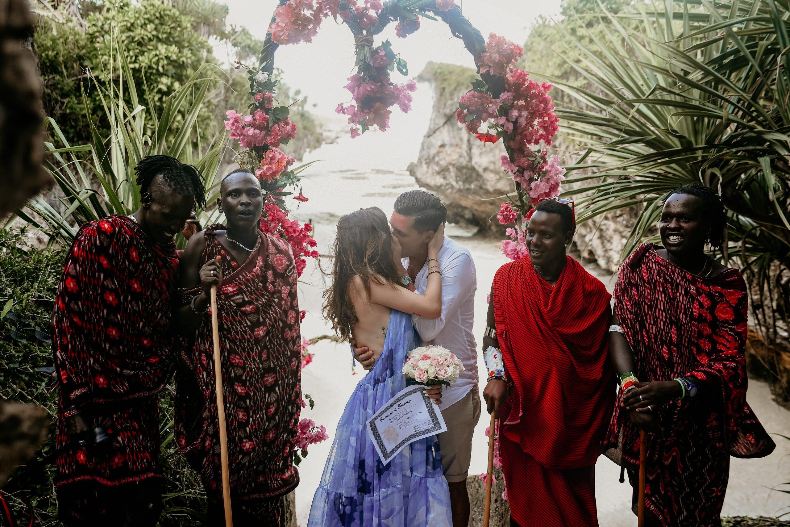 Fotografie de cuplu, Nunta pe Plaja, Nunta cu Masai, Fotografie de nunta in Zanzibar, Sedință foto pe plajă in Zanzibar, Fotografie Travel,